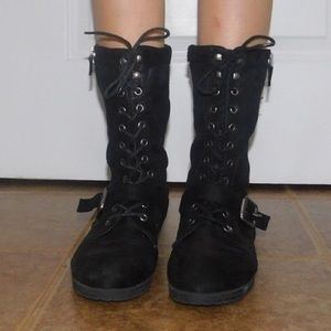 Black medium length bare traps boots